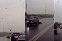 Brutální nehoda: Auto srazilo dívku a vyhodilo ji do vzduchu, jako zázrakem přežila