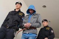 Brutálního znásilňovače poslal soud do vazby: Snažil se prý ženu oslepit!