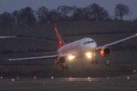 Zmínka o bombě donutila přistát letadlo v Německu. Na palubě bylo 151 lidí