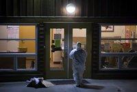 Kladivový útok: Muž zranil 10 lidí, sám pak zemřel