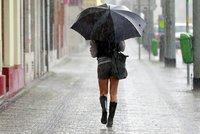 V Česku lije a pršet bude dál. Řidiči by se měli připravit na mlhu