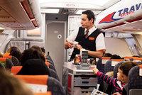 Řízek v chlebu s sebou. Travel Service ruší jídlo a pití u většiny letů