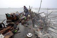 Tajfun Koppu pustoší Filipíny: Vítr porazil sloupy elektrického vedení