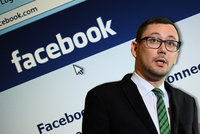 """Ovčáčkovi zablokovali Facebook. Svádí to na """"pražskou kavárnu"""" a už je zpět"""