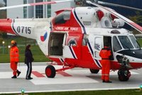 Na Plzeňsku vypadlo batole z okna: Zraněné ho do nemocnice převážel vrtulník