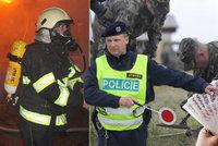 Hasiči, policisté i vojáci si platově polepší. Dostanou průměrně o tisícovku víc