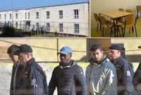 40 hladových migrantů z Drahonic. Ze strachu z deportace chyběli u snídaně