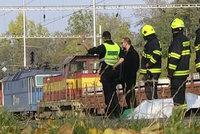Muže srazil na Jablonecku vlak: Hasiči a záchranáři k němu museli 1,5 kilometru pěšky