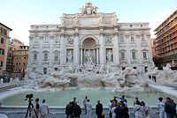Poklad ve fontáně di Trevi: Turisté do ní naházeli skoro 40 milionů! Co jim to má přinést?