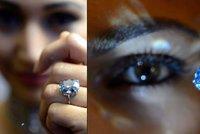 """Diamant za """"všechny peníze"""". Za dvanáctikarátový Blue Moon dal kupec 1,2 miliardy"""