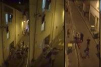 Hrdina zachránil těhotnou dívku z okenní římsy: Pak jsem v zádech ucítil kalašnikov