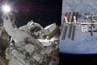 Zkrat na orbitě, astronauti musí do vesmíru. Náhradní díl je ale na Zemi