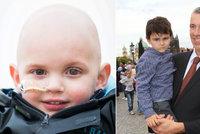 Jako Ashya! Chlapeček má nádor na mozku a rodiče s ním mizí z Británie. Za protonovou léčbou