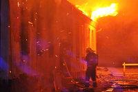 Ohromný požár skladu na Plzeňsku: Škoda je 100 milionů korun