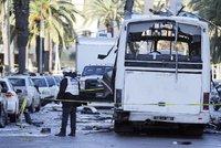 Útočník s nožem unesl autobus a vjel s ním do davu: Osm mrtvých, desítky zraněných
