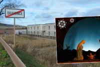 V Drahonicích budou křesťanské Vánoce. Ježíšek migrantům nadělí kabát a tabák