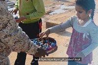 Děti, dejte si bonbony, zabíjeli jsme v Paříži! Nechutná oslava teroristů ISIS