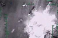 """Obama """"bodl"""" islamisty do slabin: Američané bombardují, ISIS má těžké ztráty"""