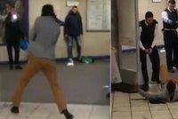 """Terorismus v Londýně: Muž bodal do lidí a křičel """"odplata za Sýrii"""""""