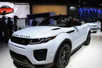 Výrobce jaguarů a land roverů míří na Slovensko. A veze tam 41 miliard