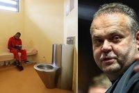 Krejčíř čeká na verdikt: Mezi nebezpečnými trestanci v přísně střežené věznici
