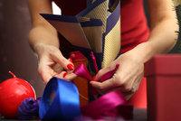 Jak na balení dárků? S námi zvládnete originálně zabalit lahev i knihu!