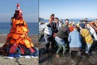 """Dojemné poděkování: """"Uprchlický"""" vánoční stromeček ze záchranných vest"""
