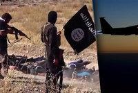 Islámský stát popravuje vlastní lidi. Spojenecká letadla jejich velitele