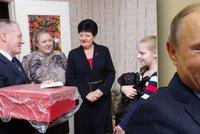 """Děda Putin Mráz daroval chudé dívce štěně. """"Zázraky se dějí,"""" jásá Rusko"""