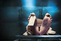 Rus se probudil v márnici a šel znovu pít. Zjistili jsme pravdu o jeho vzkříšení