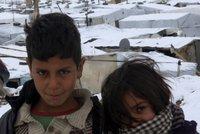 Co máte dnes na sobě? V Česku oblíbené svršky prošly rukama dětských uprchlíků