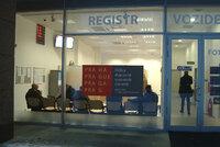 Zaměstnanec s covidem a karanténa: Registr vozidel ve Vysočanech přijímá jen objednané klienty