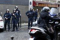 Deset zatčených extremistů ve Francii. Chtěli útočit na politiky a mešity?