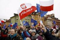 """""""Televize je vaše, ovladače naše!"""" Tisíce Poláků protestovaly proti vládě"""