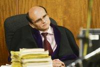 Žalobci chtějí soudce Elischera a dalších pět obviněných držet ve vazbě
