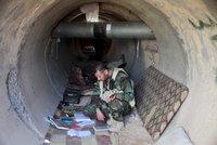 Před bombami se ISIS schovává do tunelů, kilometrové sítě pro ně staví vězni