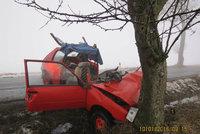 Hasič zůstal zaklíněný v autě: Nikdo mu nepomohl, musel volat kolegům