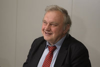 Dnes proběhne poslední rozloučení s Miloslavem Ransdorfem. Obřad hradí komunisté