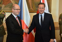 Camerona pranýřují za prodej českých bitevníků Iráku. Ohrozil bezpečnost národa?