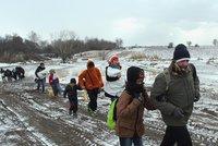 Tisíce uprchlíku jdou i v zimě přes Balkán Evropou. Třetinu prý tvoří děti