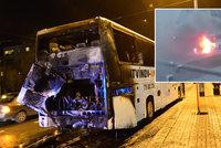 Nebezpečný požár autobusu v Praze, před plameny utíkalo 38 lidí