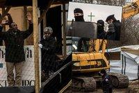 Zbourat mešitu i kostel! V Calais zdemolovali útočiště pro tisíce věřících uprchlíků