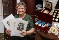 """Největší sbírka medailí Karla IV. na světě: """"Nikdy je neprodám,"""" přísahá Maria"""