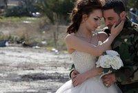 Láska v čase války: Svatební momentky ze zničeného syrského města Homs