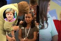 Video s plačící uprchlicí má po Merkelové i Clintonová. Jako přes kopírák