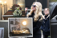 Záhadný pohřeb Bořka Šípka: Barevné pruhy na rakvi, skleněná kniha a útěk zdrcené Havlové