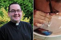 Další církevní skandál: Katolický kněz šnupal na večírku kokain