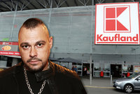 """Ortel zuří kvůli Kauflandu. Billboardy na """"megakoncert"""" zmizely z obchodů"""