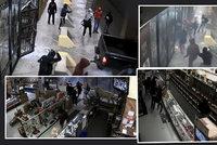Autem vyrvali mříž a vloupali se do obchodu se zbraněmi: Za dvě minuty jich ukradli 50!