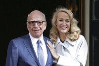 Magnát Rupert Murdoch se počtvrté oženil, vzal si bývalou partnerku Jaggera z Rolling Stones